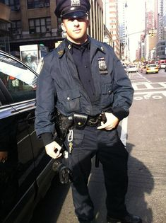 Коп Ларри из Нью-Йорка Hot Cops, New York Police, Naval, Police Uniforms, Homeless Man, Men In Uniform, Cop Uniform, Police Officer Uniform, Moda Masculina