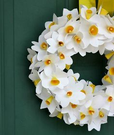 How to make this Daffodil Wreath for Spring! - mom.me