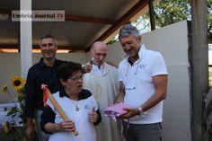 Padre Giorgio Mariotti ha benedetto casalinghe e matterelli ad Astucci