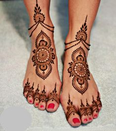 20 of the Prettiest Feet Mehendi Designs of All Time! 20 of the Prettiest Feet Mehendi Designs of All Time!,Exotic Delicate and simple mehendi design idea! Henna Hand Designs, Dulhan Mehndi Designs, Mehandi Designs, Arte Mehndi, New Bridal Mehndi Designs, Mehndi Designs Feet, Leg Mehndi, Legs Mehndi Design, Mehndi Design Images