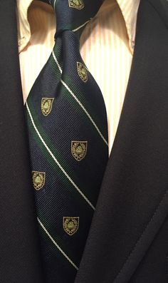 A simple but timeless combination: Brooks Brothers Makers yellow candy strip OCBD, with Brooks club tie and sack blazer. Preppy Mens Fashion, Suit Fashion, Preppy Outfits, Boy Outfits, Ivy Style, Men's Style, Ivy League Style, Blazers, Prep Style