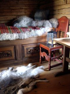 A Norwegian tradition is the use of sheepskin. Some times it is made ​​with a (aakle) Skillbragd coverlet woven in a twill diamond overshot pattern using homespun and dyed wool. http://roarpels.no/