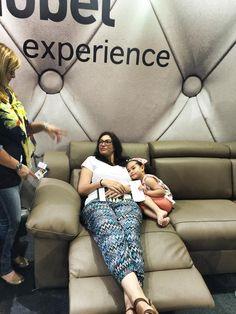 Gamamobel experience_ Tecnología iCtrl: A través del bluetooth de tu smartphone puedes cambiar las posiciones de tu sofá