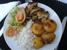Pernas de frango recheadas no forno