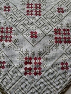 This Pin was discovered by BAŞ Cross Stitch Borders, Cross Stitch Rose, Cross Stitching, Cross Stitch Patterns, Beaded Embroidery, Cross Stitch Embroidery, Embroidery Patterns, Hand Embroidery, Greek Pattern