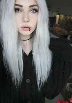 This is not scene hair, people! This is pastel gothic or grunge punk hair!// it could also just be a normal hair colour instead of having to label it to a certain social group Soft Grunge Hair, Coiffure Hair, Emo Hair, Platinum Blonde Hair, White Hair, Pretty Hairstyles, Emo Girl Hairstyles, Dyed Hair, Hair Inspiration