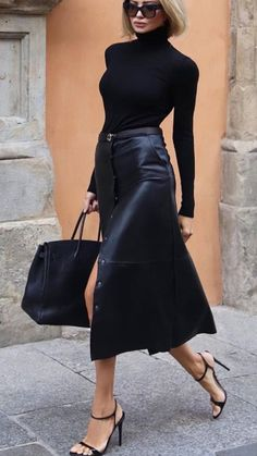Fashion outfits 805862927057762253 - Street Style Looks to Copy Now – Street style fashion / fashion week Source by Lorinenofficial Mode Outfits, Chic Outfits, Fashion Outfits, Womens Fashion, Fashion Ideas, Black Outfits, Office Outfits, Dress Fashion, Woman Outfits