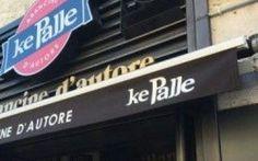"""Palermo, colla attak nelle serrature dei negozi Ke Palle Intimidazione di carattere mafioso a Palermo ai danni della catena di negozi """"Ke Palle"""", specializzati nella realizzazione delle tradizionali arancine siciliane. Nella mattinata di mercoledì 5 ottobr #palermo #kepalle #attak #arancine"""