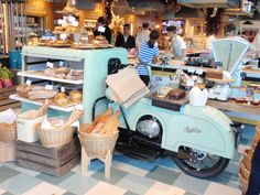 Been there :-) jamie oliver's restaurant notting hill Bakery Shop Interior, Mobile Food Trucks, Food Branding, Rustic Restaurant, Cookie Box, Bread Cake, Bar Lounge, Shop Interiors, Booth Design