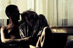 """""""Um Refúgio para a Vida"""" Será o amor capaz de juntar os cacos de dois seres que se encontram com as almas feridas, pela ausência e violência de amores que anteriormente julgaram eternos. Serão capazes de se evitar quando de uma maneira inevitável os sentidos, o desejo, o amor, a dor, os une"""