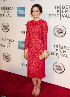 Red and tan: special fashion combination     (Emily Blunt)