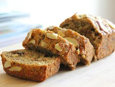 9 Gluten-Free Recipes for Patients with Gluten Intolerance and Celiac Patients - Bread Recipes Almond Banana Bread, Healthy Banana Bread, Baked Banana, Banana Bread Recipes, Cake Recipes, Dessert Recipes, Banana Oats, Desserts Sains, Köstliche Desserts