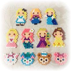 aqua beads Princesas y Palace pets Fuse Beads, Beads And Wire, Seed Bead Patterns, Beading Patterns, Perler Bead Disney, Art Perle, Kawaii Diy, Peler Beads, Iron Beads
