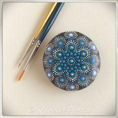 Stone Mandala, dot art, Blue Jeans de LionaHotta en Etsy https://www.etsy.com/es/listing/551106598/stone-mandala-dot-art-blue-jeans
