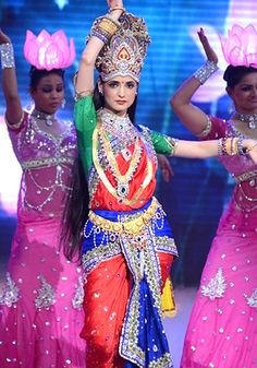 Sanaya Irani dons the divine look for Star Diwali event!