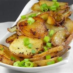 BBQ Potatoes with Green Onions ~ potatoes, green onions, butter, salt pepper. Wrap in foil and cook on outdoor grill. I Love Food, Good Food, Yummy Food, Receta Bbq, Side Dish Recipes, Dinner Recipes, Bbq Potatoes, Great Recipes, Favorite Recipes
