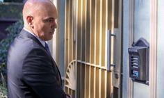 Há menos de uma semana preso,  Gim Argello  já decidiu fazer um acordo de delação premiada.  Os primeiros da lista que devem botar suas barbas de ...