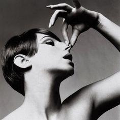 Hand nails nose. Form follows function. Richard Avedon - Barbra Streisand 1965. #barbrastreisand #richardavedon #hand #nails #nose #blackandwhitephotography