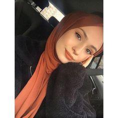 Week End Hijab Fashion Cute - Pemuja Wanita Grunge Style, Soft Grunge, Tokyo Street Fashion, Hijabi Girl, Girl Hijab, Profile Photography, Photography Poses, Muslim Fashion, Hijab Fashion