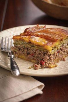 "This Puerto Rican ""lasagna "" or piñon is a plantain and beef casserole courtesy of Chef José Santaella's cookbook Cocina Tropical. Entree Recipes, Beef Recipes, Cooking Recipes, Healthy Recipes, Cuban Recipes, Recipies, Comida Boricua, Boricua Recipes, Vegetables"