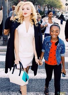 Peyton List / Skai Jackson they look so much like their mother and daughter Skai Jackson, Peyton List, Disney Channel Stars, Disney Stars, Cameron Boyce Girlfriend, Celebrity Pictures, Celebrity Style, Selfies, Tween Mode