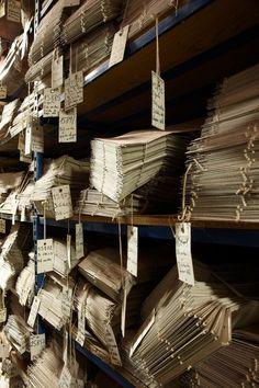 Proceso de producción de alfombras y mantas en Pierre Frey diseñadas por Braquenié. Más info: lemurier.net/