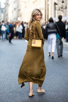 With winter in full swing, we're looking ahead to the trends to come, courtesy of the fashion-forward folk we spotted at Paris Fashion Week Spring/Summer Fashion Night, Fashion Week, Daily Fashion, Fashion Outfits, Fashion Edgy, Paris Fashion, Womens Fashion, Street Style 2018, Street Style Summer