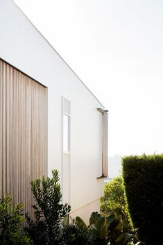 Set on Sydney's lower north shore, Headland House sees Clayton Orszaczky create a reverential response to the coastal context. Indoor Outdoor, Outdoor Living, Fresco, Open Space Living, Living Spaces, Backyard Renovations, Natural Homes, Modern Coastal, Facade House