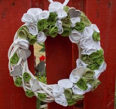 Věnec ratanový,proutěný zeleno bílý.. Burlap Wreath, Floral Wreath, Wreaths, Home Decor, Homemade Home Decor, Flower Crown, Deco Mesh Wreaths, Interior Design, Garlands