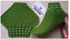 Very easy beaded booties with two skewers / beaded booties with two skewers / knitting patterns - bolso a crochet - Knit Slippers Free Pattern, Knitted Slippers, Crochet Woman, Knit Crochet, Knitting Socks, Baby Knitting, Knitting Patterns, Crochet Patterns, Crochet Baby Shoes
