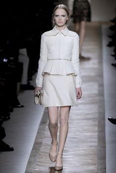 Valentino Spring 2011 Ready-to-Wear Fashion Show - Jenny Sinkaberg