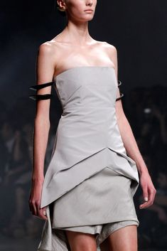 The complete Rick Owens Spring 2011 Ready-to-Wear fashion show now on Vogue Runway.