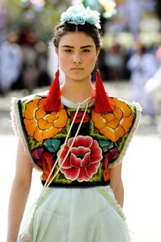 this is life : Photo Mexican Blouse, Mexican Outfit, Mexican Dresses, Mexican Style, Mexican Fashion, Ethnic Fashion, Boho Fashion, High Fashion, Fashion Design