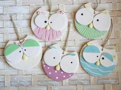 cretaluna: Gufetti birichini - Hobbies paining body for kids and adult Polymer Clay Projects, Diy Clay, Clay Crafts, Polymer Clay Animals, Polymer Clay Art, Clay Ornaments, Handmade Ornaments, Diy Crafts To Sell, Crafts For Kids