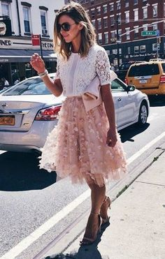 Fluttered Fete Midi Skirt with a lace top… perfect day outfit Looks Chic, Looks Style, My Style, Nude Skirt, Looks Party, Fashion Mode, Fashion Trends, Paris Fashion, Fashion News