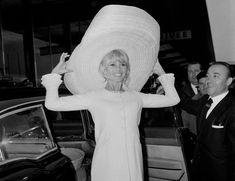 Brigitte Bardot à l'aéroport d'Orly, France, 1965