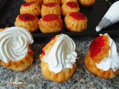 Savarine de cofetarie facute acasa Sushi, Cheesecake, Muffin, Food And Drink, Sweets, Breakfast, Ethnic Recipes, Desserts, Hungarian Recipes