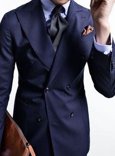 Gentleman Mode, Gentleman Style, Mens Fashion Blog, Suit Fashion, Business Attire For Men, Classic Suit, Dapper Men, Adidas Outfit, Well Dressed Men