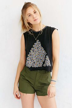 Vanguard Daisy Logo Cropped Muscle Tee - Urban Outfitters