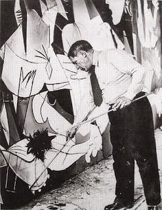 A Different Guernica - John Richardson: Pablo Picasso painting Guernica in his studio, Paris, photograph by Dora Maar Pablo Picasso, Dora Maar Picasso, Picasso Guernica, Kunst Picasso, Art Picasso, Picasso Paintings, History Images, Art History, Spanish Painters