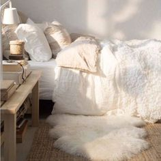 This is my ultimate dream - 17 Ways To Make Your Bed The Coziest Place On Earth 12629 2203 6 Jane Doubell Bedroom ideas L^RK Lisa Ruggerole Kasunic Anyone know where to get a king comforter that falls past the mattress? - Daily Home Decorations