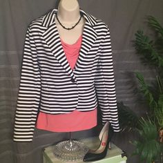 "Ellen Tracy Cropped Woven Knit Jacket Blazer Like new! This is white and dark navy striped. Bust 18"", Sleeve 24"", Total Length 21"" Ellen Tracy Jackets & Coats Blazers"