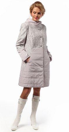 Попалось мне на глаза в интер-те такое вот  пальто , комбинированное :пальтовка +плащёвка пересмотрела все свои запасы выкроек , нашлось похожее ,  качество линий было плохим ( обвела их в редакторе …