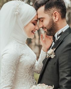 Wedding Couple Poses Photography, Wedding Picture Poses, Romantic Wedding Photos, Wedding Couples, Cute Muslim Couples, Cute Couples, Muslim Wedding Dresses, Couple Posing, Photo Poses