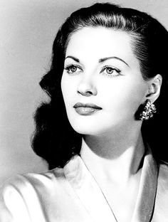 Yvonne de Carlo. Kinda thinking about thin eye brows again