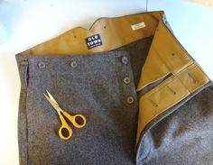 Love this interior finishing. Great color contrast and back detail on trouser.