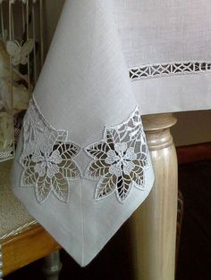 Correo: Maria De la Rosa Perez - Outlook Drawn Thread, Point Lace, Crochet Kitchen, Cutwork Embroidery, Embroidery Stitches, Needle Lace, Lace Beadwork, Table Arrangements, Lace Making