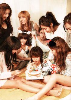 Sooyoung, Yoona, Tiffany, Jessica, Sunny, Hyoyeon, Seohyun, Taeyeon, Yuri - SNSD Girls Generation