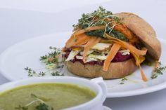 Brokkoli-Matcha-Suppe und Gemüsesandwich mit Räuchertofu  #veganforyouth #vegan #challenge