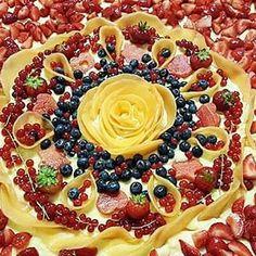 wedding cake... particolare. Crostata di crema e frutta estiva con rose di melone